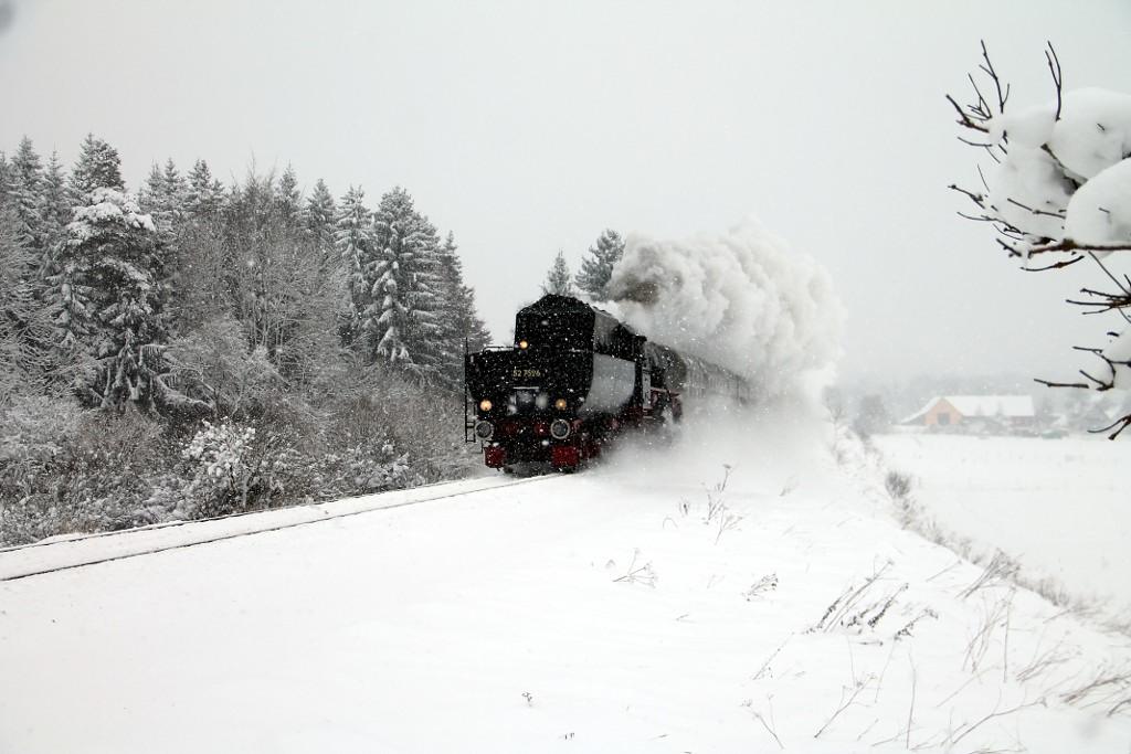 53_DPE-74137-mit-52-7596-beim-Zollhaus-auf-dem-Weg-nach-Triberg--30.12.2014-.jpg