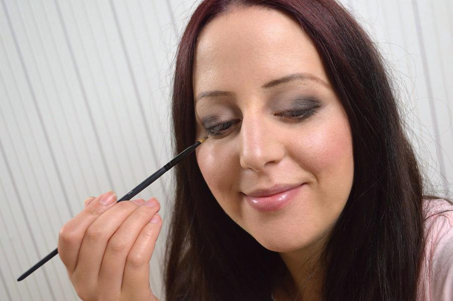 Ausdrucksstarkes-Augen-Make-up-14.jpg