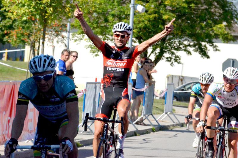Marcel-Fischer-bejubelt-den-30ten-Saisonsieg-f--r-die-RACING-STUDENTS_Foto-Elisa-Haumesser.jpg