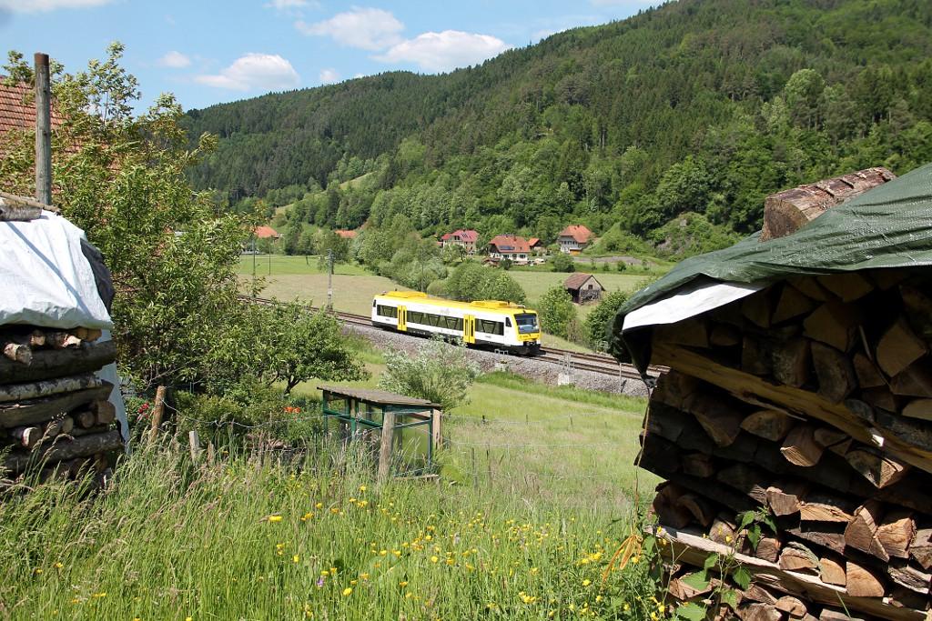 011_SWE-87395-mit-VT-526-auf-dem-Weg-nach-Hornberg--22.05.2015-.jpg