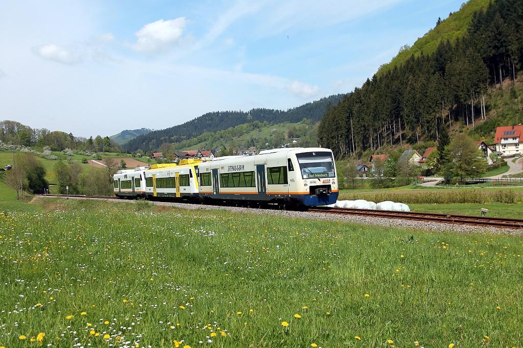 013_SWE-87386-mit-VT-532--525-und-515-kur-vor-Ibach--29.04.2015-.jpg
