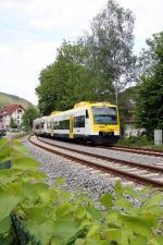 004_SWE-87512-mit-VT-514-und-529-f--hrt-in-Alpirsbach-ein--23.05.2015-.jpg